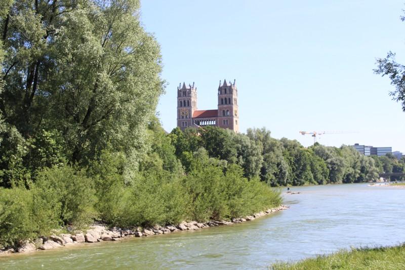 neben der Wittelsbacher Brücke