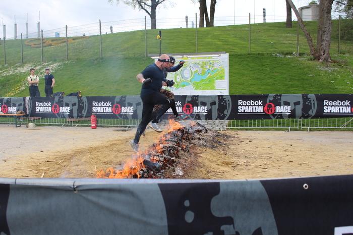Spartan Race über Feuer